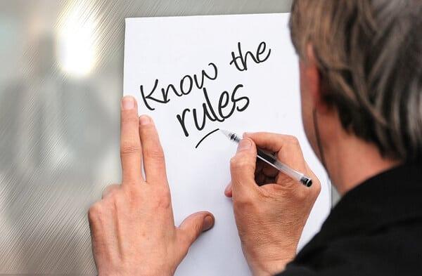 Håll koll på dina rättigheter och vilka regler som gäller för sommarjobb