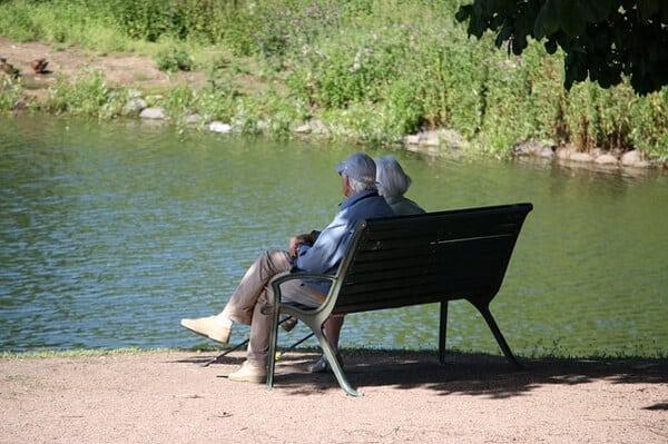 Hitta sommarjobb inom äldreomsorgen