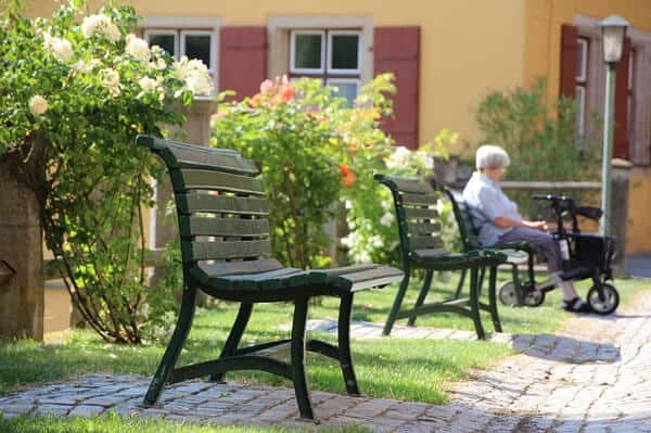 Arbeta inom äldreomsorgen i sommar