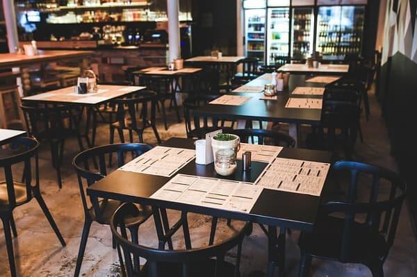 I norge är det enklast att få jobb inom restaurang som sommarjobb