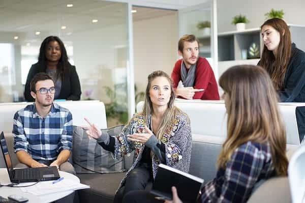 Förverkliga en affärsidé och testa att starta ditt eget företag under ditt sommarlov