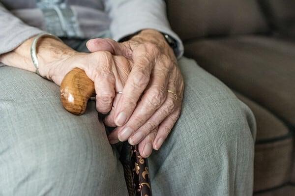 Prova på att sommarjobba inom omsorg och med äldre