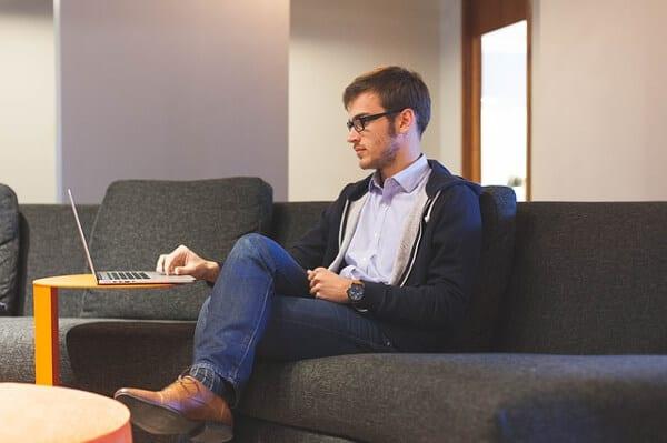 Som student kan du hitta extrajobb på den högskola eller universitet du studerar vid
